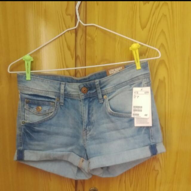 ✨全新H&M反摺淺色牛仔短褲✨