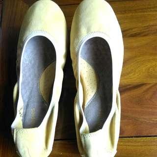 🚚 Hush Puppies 黃色 女鞋