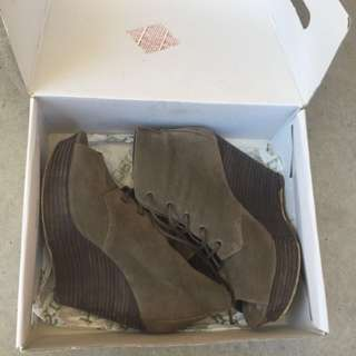 BETTS Wedges Size 8