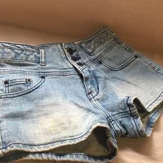 歐美時尚 中高腰3排丹寧短褲