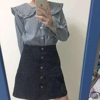 格子水手服上衣、黑色高腰排扣裙