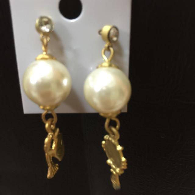 珍珠垂式耳環