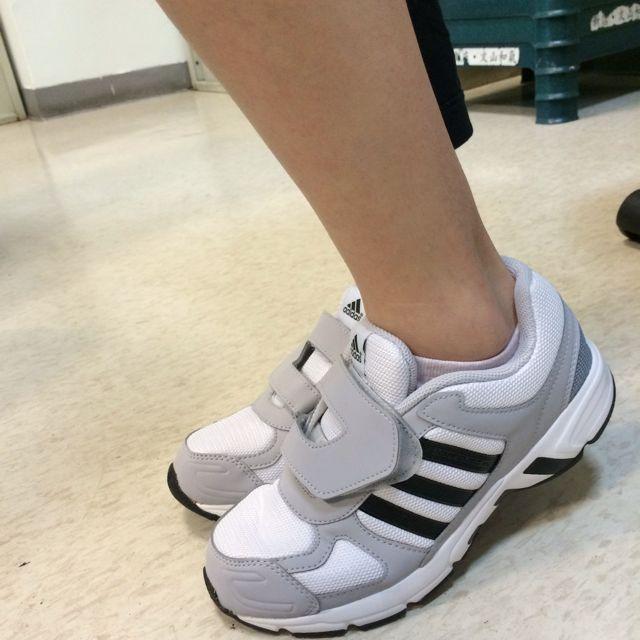 Adidas灰白色球鞋24號(全新僅試穿)原價$3580