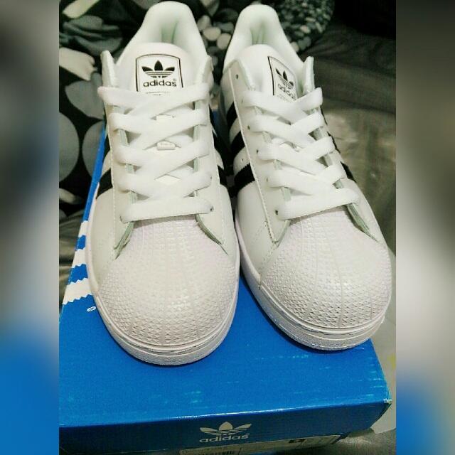 adidas黑白基本款鞋