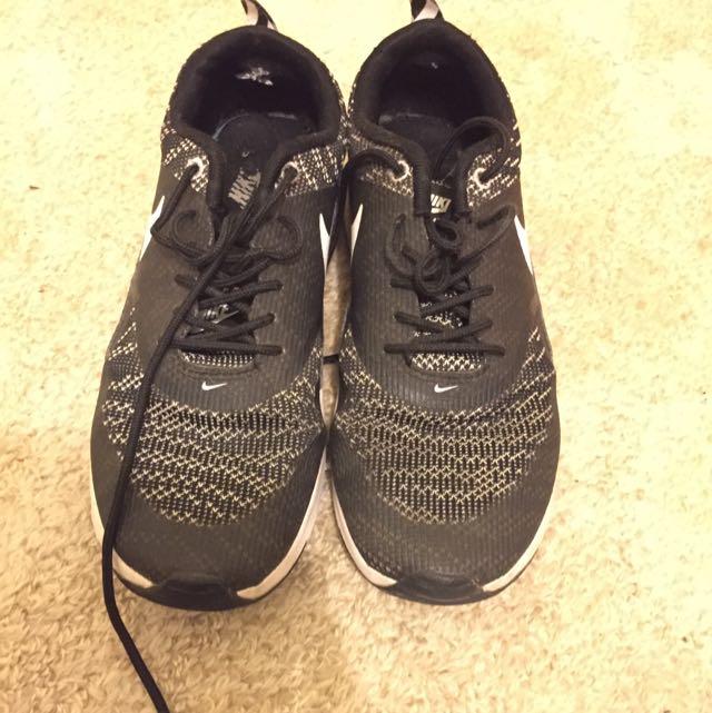 Black and White Nike Theas