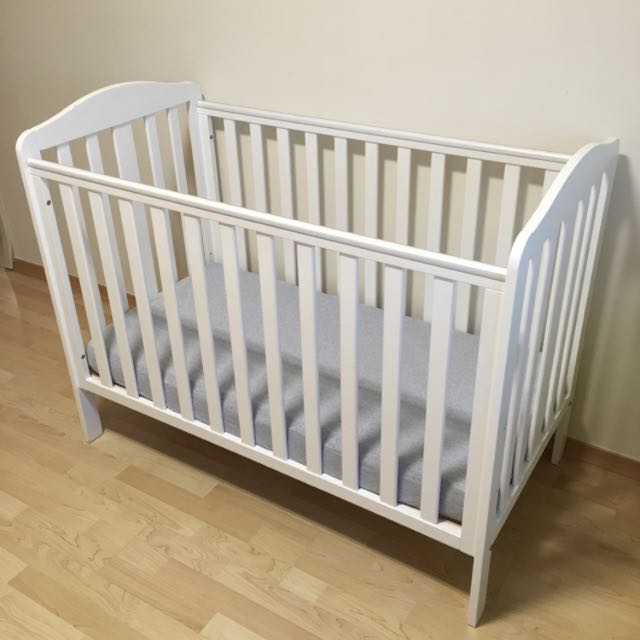 Reserved) MOTHERCARE Takeley Cot With Fixed Sides, Babies & Kids ...