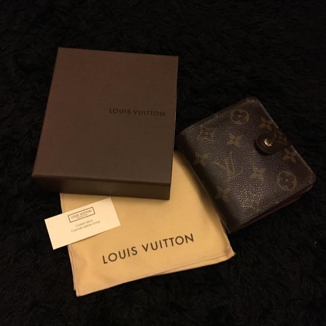 LOUIS VUITTON 女生短夾