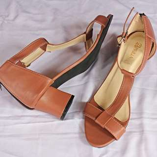 Wedges T-Bar Brown