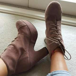 SOLES Suede Boots