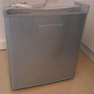 KELVINATOR KPR50MN personal Refrigerator System