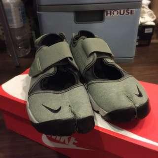 Nike Air Rift 忍者鞋