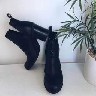 Boots Size 6