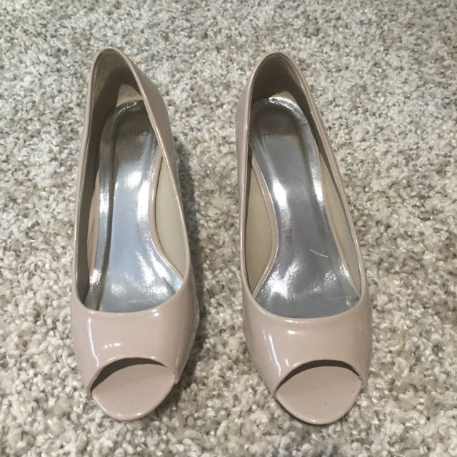 Like New Heels Size 6