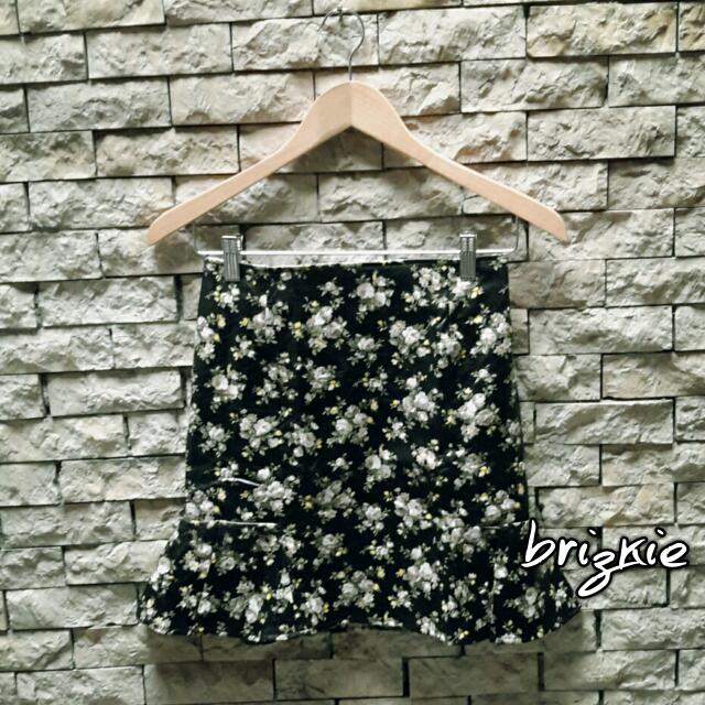 PRE💚 Leather Floral Skirt