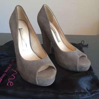 Brand New Beige Shoes Wayne Cooper Size 37