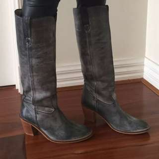 D Co Copenhagen Grey Distress Look Leather Boots Sz 37,6.5  Excellent Condition