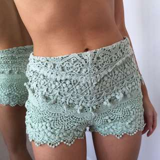Urban Outfitters High waisted Lace Short. Size 0 (XS)