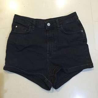 Pull&Bear黑色短褲
