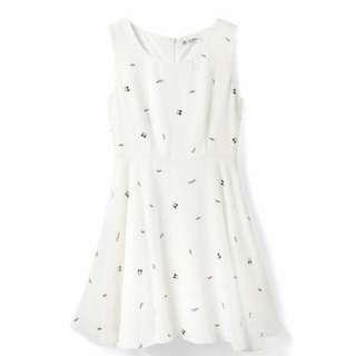 LOVFEE 滿版Tsum Tsum 印花無袖傘擺洋裝
