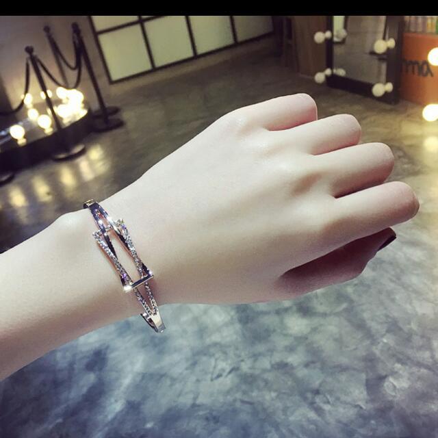 韓 ~時尚閃鑽~氣質OL手環  批發價~~ 預購