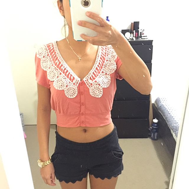 ALLY Size 6 Crop Top