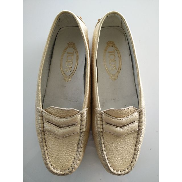 (RESERVED) Authentic TODS Light Gold Driving Loafers US 6