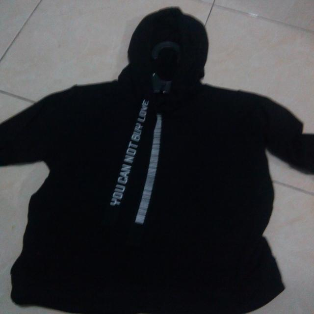 Black Cropped Hoodie/Sweater