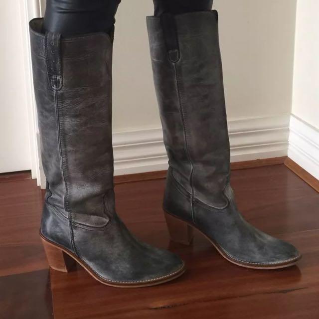D Co Copenhagen Grey Distress Look Leather Boots Sz 37,6.5  Excellent Condition