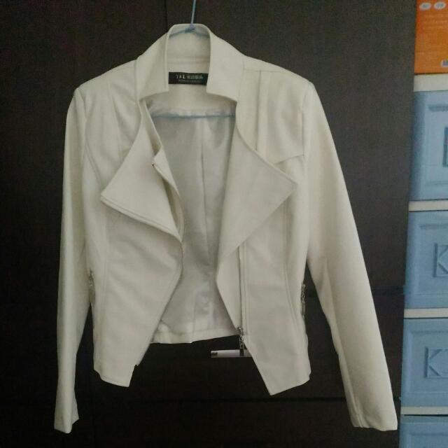 優雅白色皮衣F