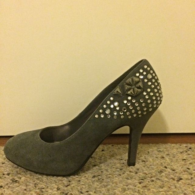 GNC grey suede high heel