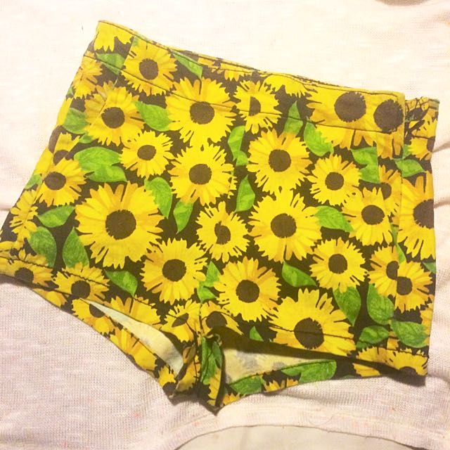 H&M SUNFLOWER SHORTS