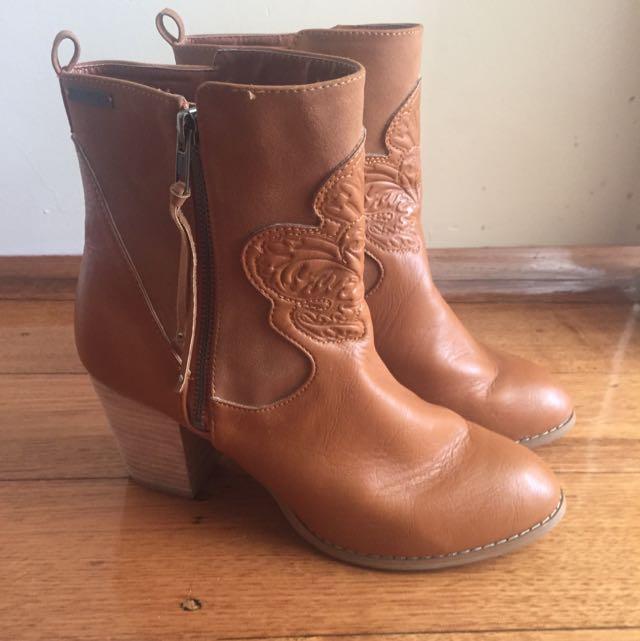 Tan Heel Ankle Boots Billabong 10