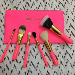 Neon Pink Brush Set With Cosmetic Bag