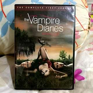 DVD: THE VAMPIRE DIARIES (COMPLETE S1)