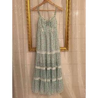 蛋糕蕾絲裙襬天空藍碎花細肩帶雪紡長洋裝