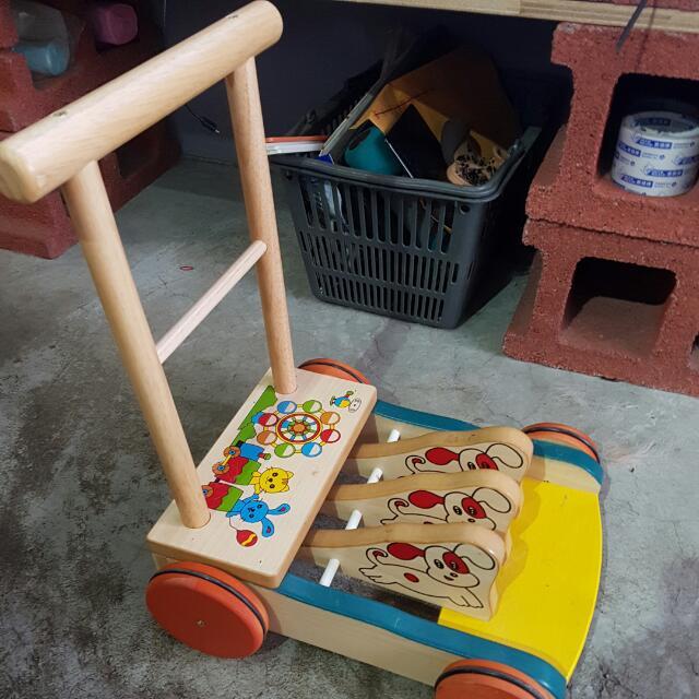 傳統學步車