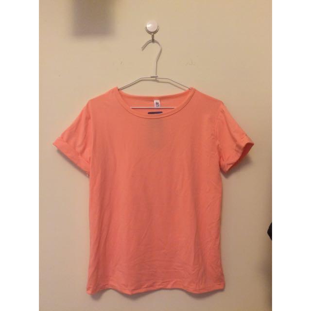 粉色短袖上衣 T恤