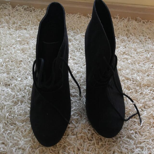 Black Novo Heels