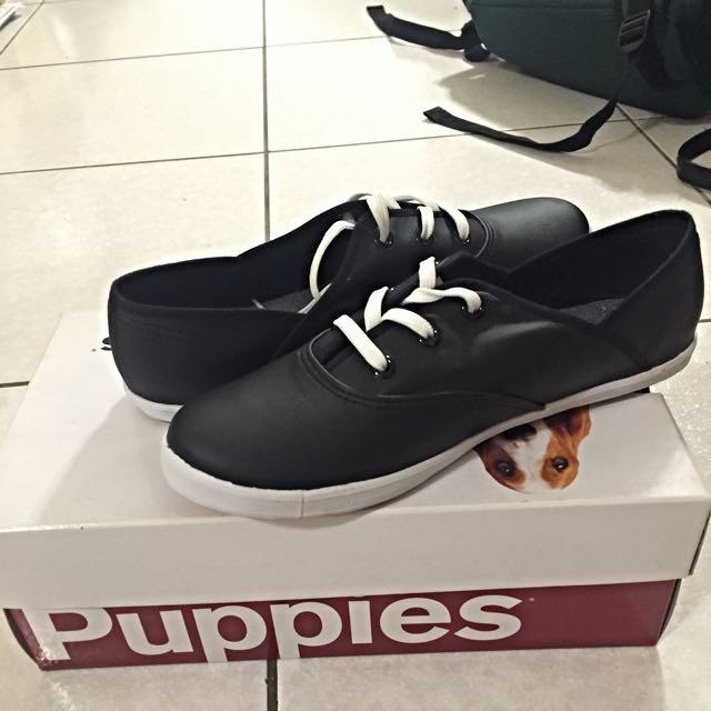 Hush Puppies黑色休閒鞋