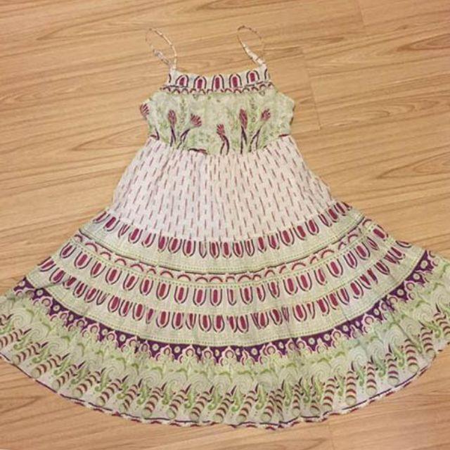 NET紫綠配色圖騰滿版印花細肩帶棉質短洋裝