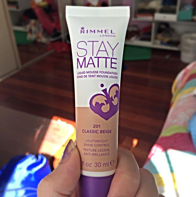 Rimmel Stay Matte foundation (classic beige)
