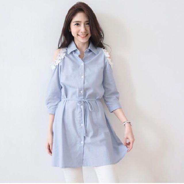全新東京著衣綁帶露肩蕾絲牛仔淺藍襯衫S號