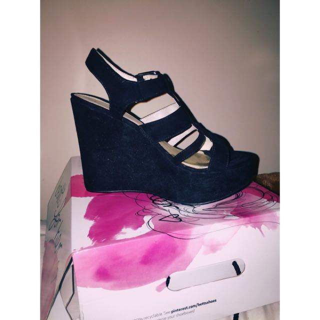 Size8 Black Wedges from Betts