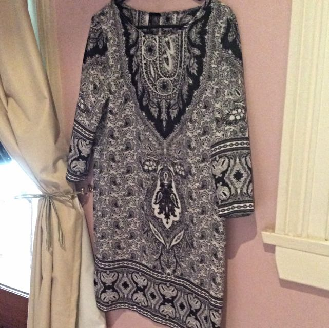 Size 8 MANGO Monochrome Paisley Shift Dress
