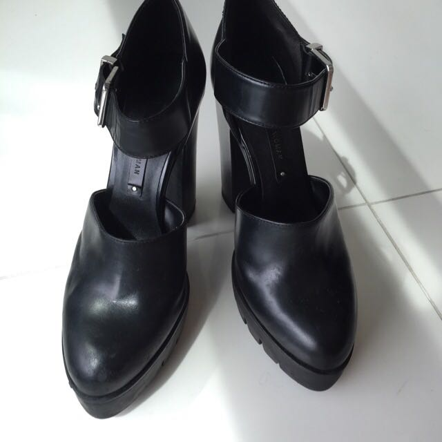 ZARA Black Closed-Toe Heels With Strap