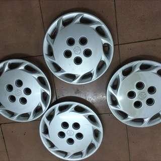 輪胎蓋十四吋的新的太久沒有使用過有兩個是刮傷褪色