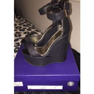 Marco Gianni Wedges Size 5