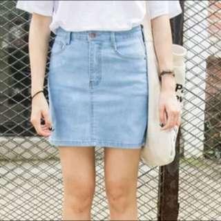 淺藍色牛仔裙