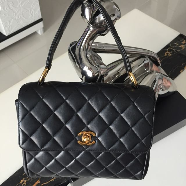 ( Sold ) CHANEL Classic CC 24k Gold Turnlock KELLY In Black Matelasse  Lambskin   GHW. Excellent Vintage Condition ! 2e5e452552777