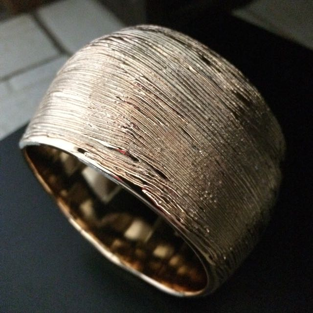 Gold Grooved Bangle